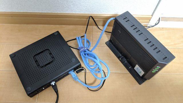 回線終端装置に直接ルーターをLANケーブルで繋げている様子